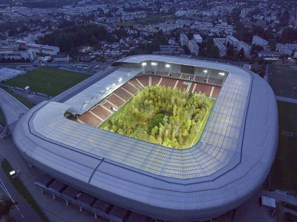 Wie für Köln gemacht. Spektakuläre Kunstinstallation im Wörthersee-Stadion