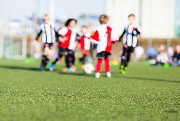Mikroplastik in der Umwelt: Sport- und Spielplätze gehören zu den Hauptverursachern